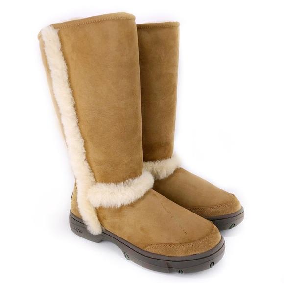 7548e6fe190 UGG Sundance Waterproof Boot! Size 9.